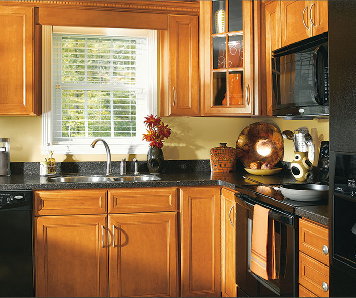 Maple Wood Cabinets in a Traditional Kitchen