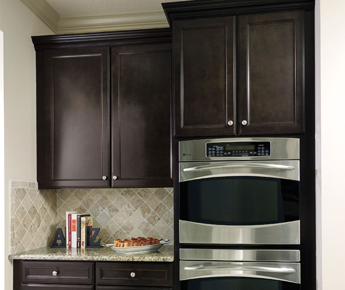 Sarsaparilla cabinets in casual kitchen by Aristokraft Cabinetry